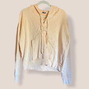 AEO small lace up hoodie pastel yellow